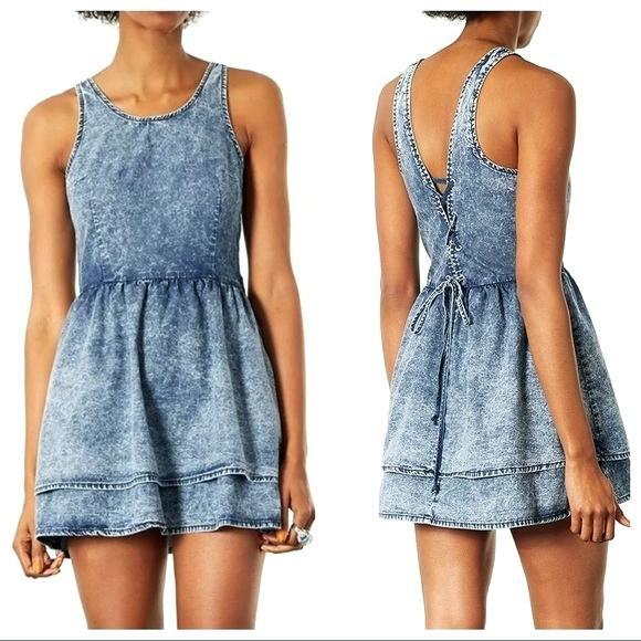Jeansowa sukienka acid wash sznurowana na plecach...