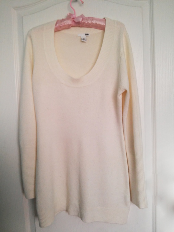 Kremowy długi sweter ecru HM 100 procent akryl