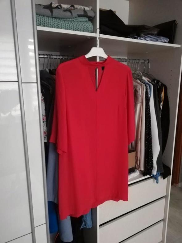 Gina Tricot czerwona zwiewna sukienka...