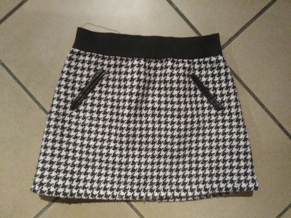 spódnica 122 w kratę biała czarna