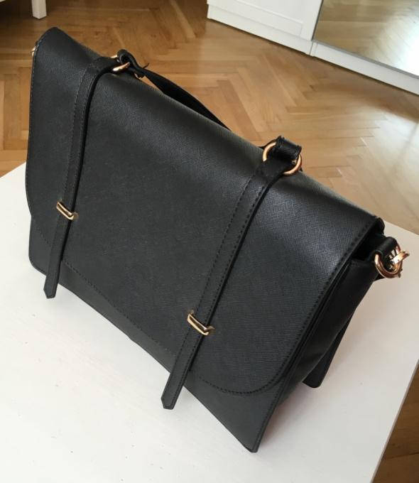 Czarna torebka Reserved...