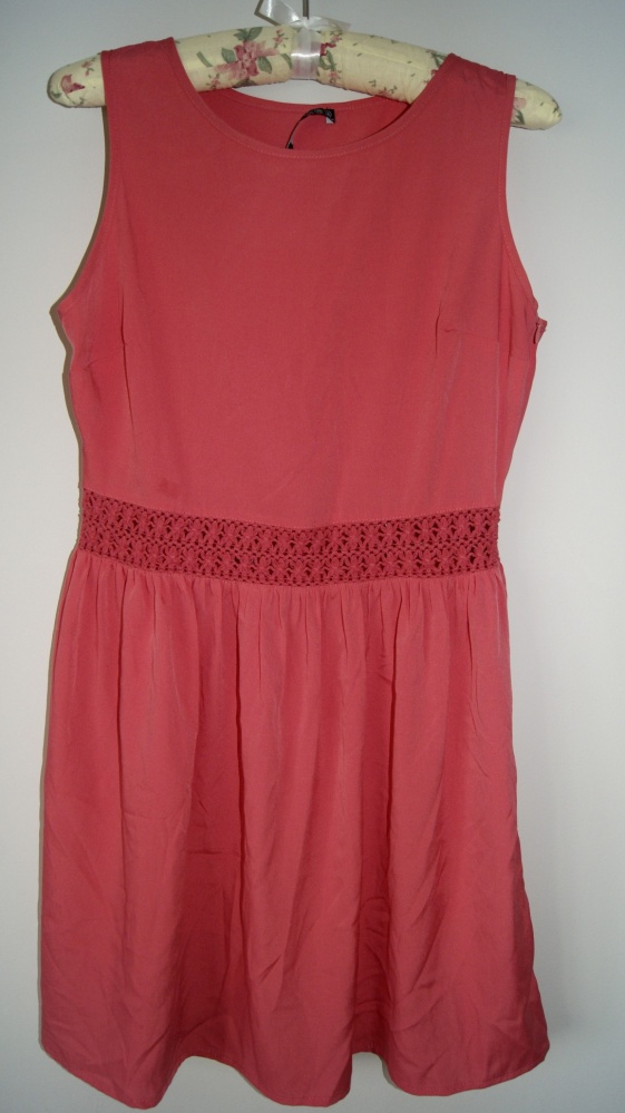 Koralowa sukienka