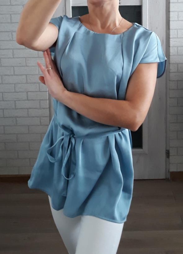 Satynowa bluzka baby blue z wiązaniem
