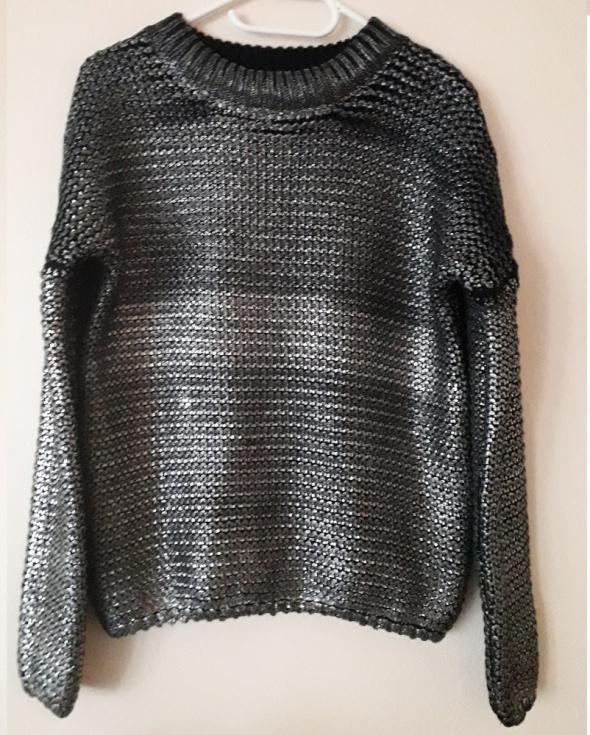 Srebrny metaliczny sweter