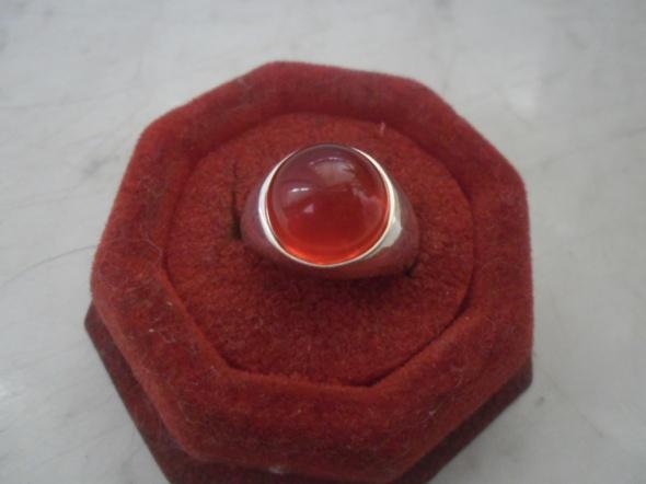 Pierścionki Ciekawy srebrny nowy pierścionek sygnecik z czerwonym oczkiem