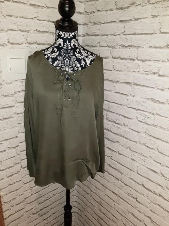 Idealna ciemnozielona bluzka wiązany dekolt
