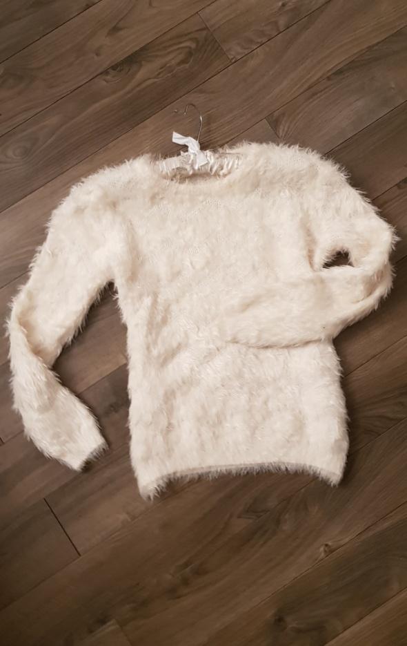 Sweterek futrzak r M L biały stan idealny