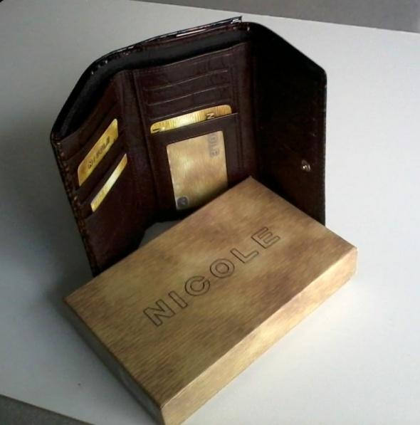 Nowy ciemnobrązowy skórzany portfel