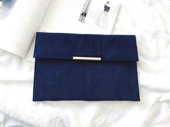 8b85aa08fb394 Torebki wieczorowe Granatowa stylowa kopertówka zamszowa minimalizm must  have