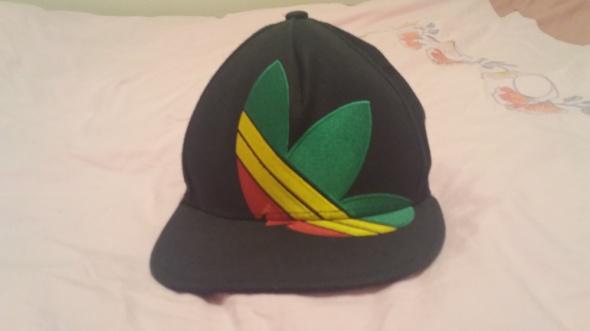 czapka z daszkiem adidas...