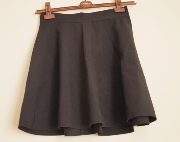 rozkloszowana spodnica czarna 36