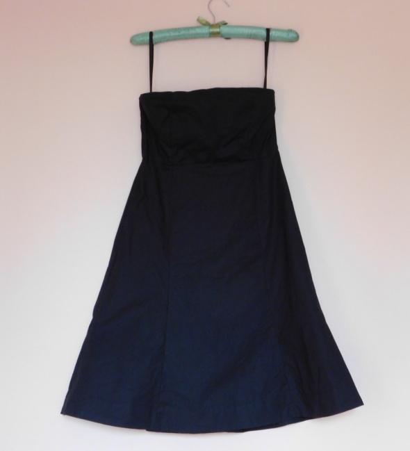 Gap czarna sukienka gorsetowa 32
