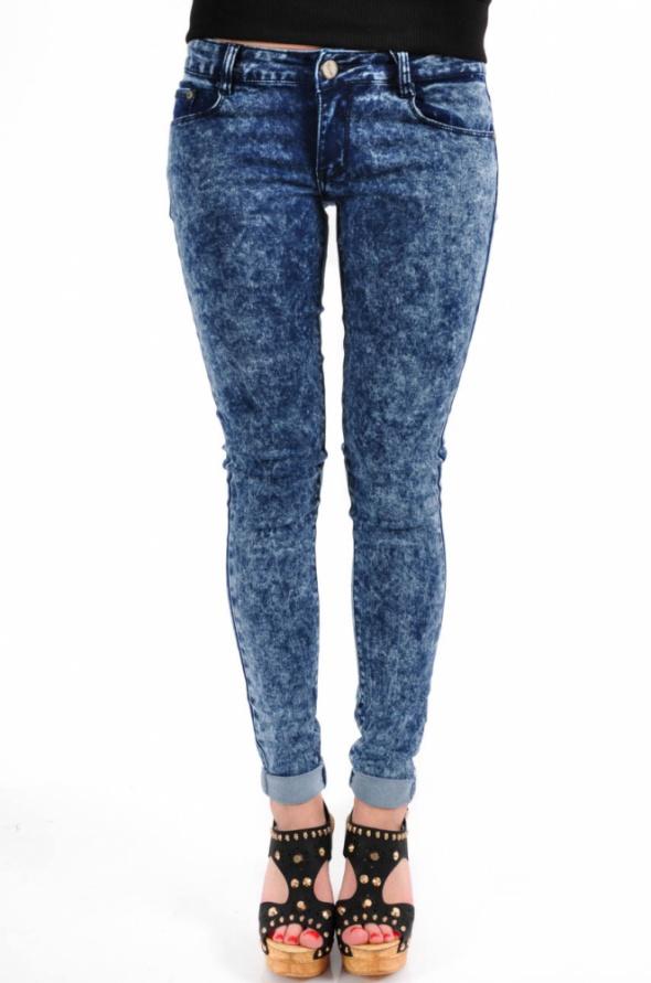 Niebieskie jeansy marmurki mocno przecierane S