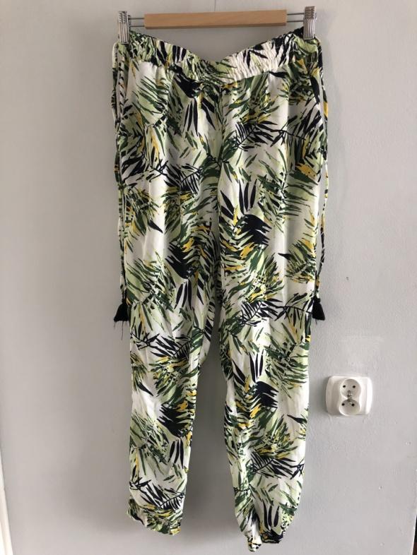 Letnie spodnie w liściasty wzór