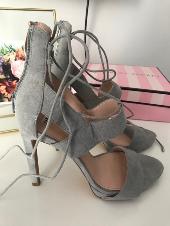 ZARA szare szpilki sandałki 40 26 cm wiązane