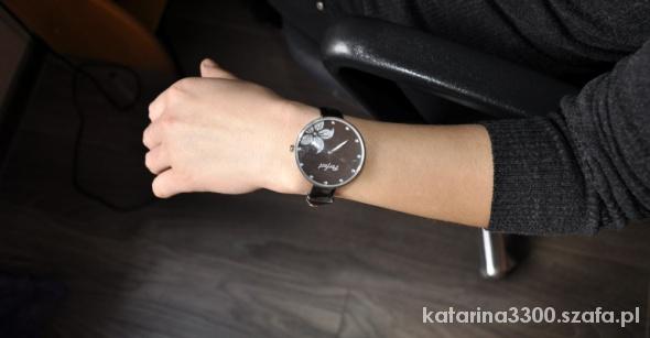 Damski zegarek z brązowym paskiem