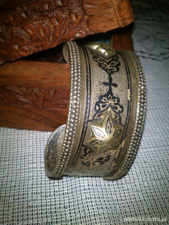 Unikatowa bransoleta Indonezyjska