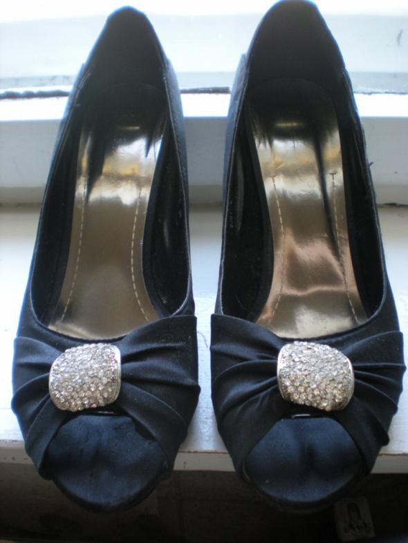 Czarne klasyczne buty z cyrkoniami