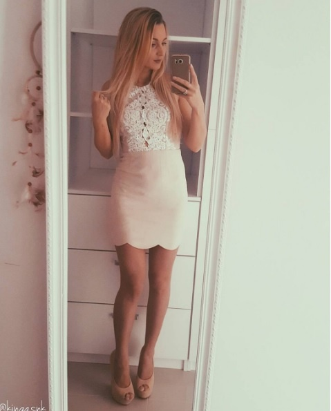 sukienka beżowa koronka mini zamsz