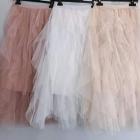 Tiulowa spódnica z falbankami