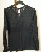 czarna koronkowa bluzka z długim rękawem...