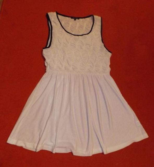 Kremowa sukienka River Island XL