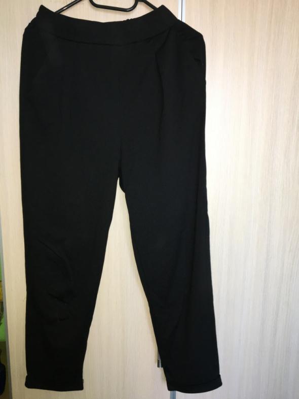 Spodnie Stadivarius