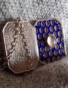 Filigranowy sekretnik z emalią opalizującym kamieniem w srebrze