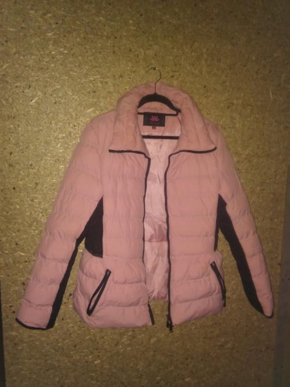 Jasnoróżowa pikowana taliowana kurtka 44