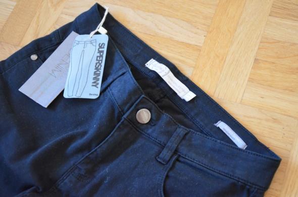 Czarne spodnie rurki Bershka nowe z metką slim super skinny