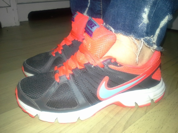 Oryginalne Nike 37 i 5 EU nie Adidas Boss Vans Armani Klein...