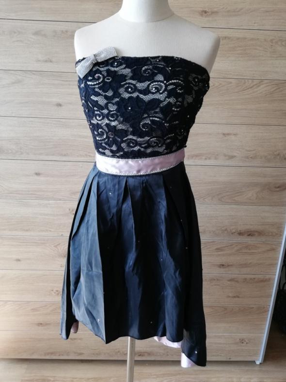 Śliczna asymetryczna sukienka