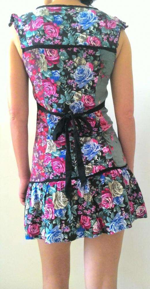 Krótka sukienka w kwiaty floral Kup 3 zapłać za 2