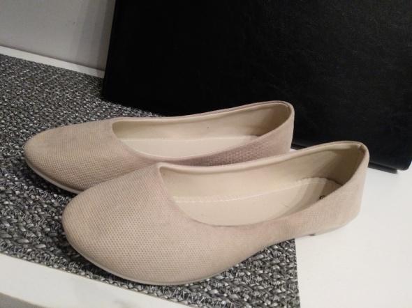 Beżowe baletki