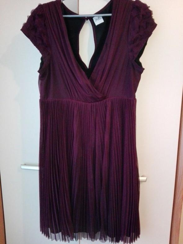 Burgundowa plisowana sukienka