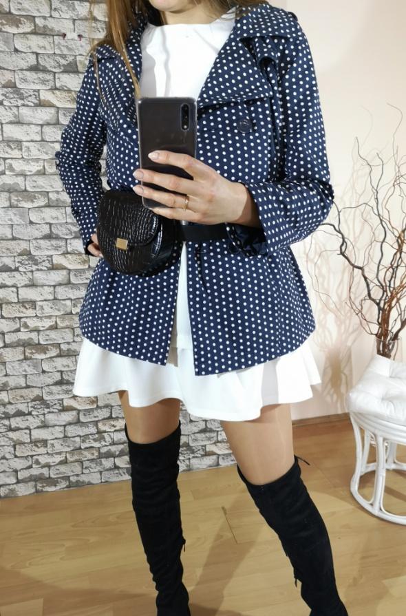 Granatowy płaszcz płaszczyk w białe kropki grochy groszki New Look