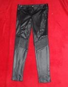 Czarne błyszczące spodnie River Island rozmiar 10