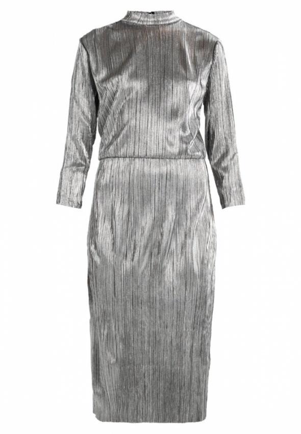 Srebrna plisowana sukienka midi połyskująca srebszysta