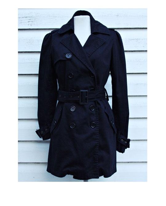 Czarny płaszcz Ann Christine...