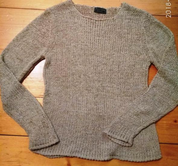 Swetr beżowy...