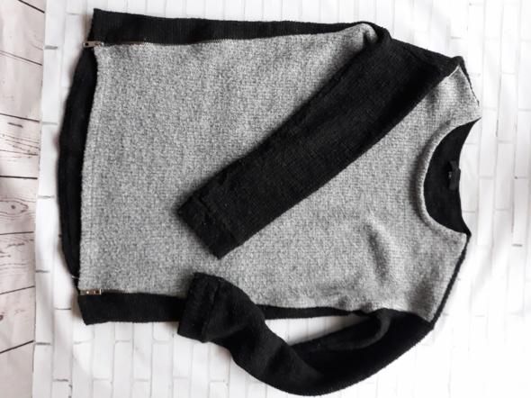 Sweter z suwakami...
