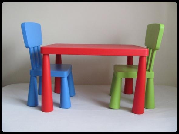 IKEA MAMMUT meble dla dzieci Stolik i 2 krzesełka