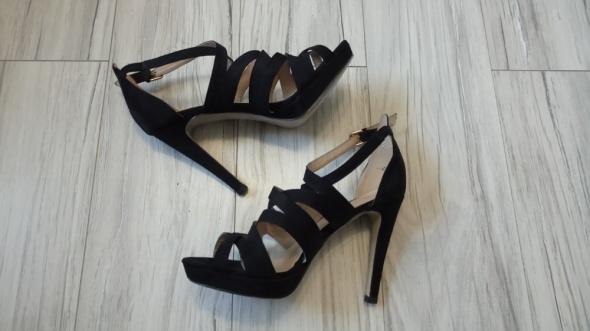 Czarne zamszowe szpilki sandały sandałki H&M