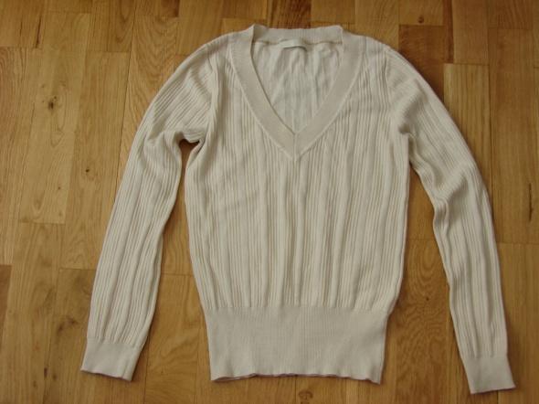 Kremowy nude sweterek Marks&Spencer...