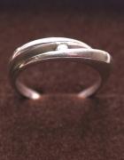 Pierścionek z cyrkonią srebrny Próba 925...