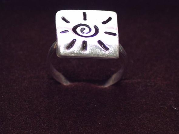 Pierścionki Pierścionek kwadrat ze Słoneczkiem srebrny Próba 925