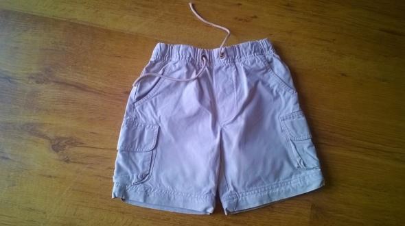 Spodnie i spodenki Krótkie spodenki