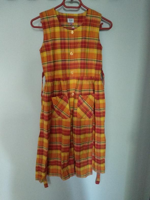 Sukienka w kratkę z kieszonkami