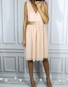 Brzoskwiniowa sukienka z welurowym paskiem XL...