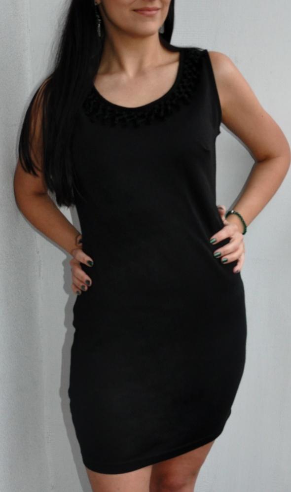 Suknie i sukienki mała czarna sukienka z plecionką